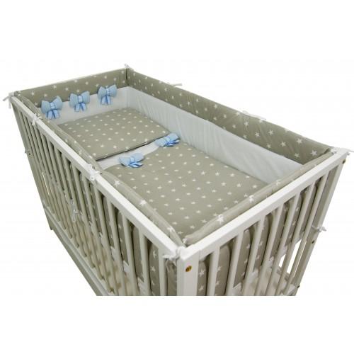 Ochraniacz dookoła łóżeczka z niebieskimi kokardami