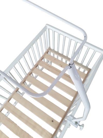 Jak założyć baldachim na łóżeczko dziecięce?